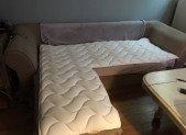 Sur Matelas Canapé. Pour le transformer en lit confortable et le protéger…